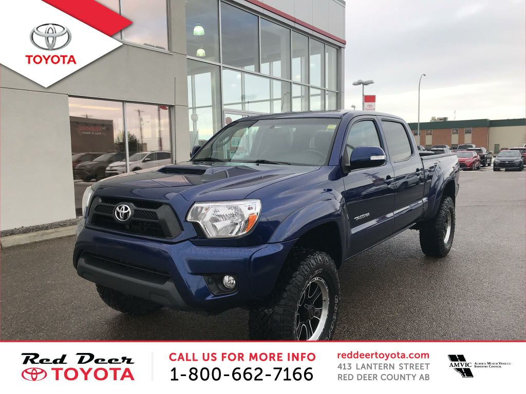 Pre-Owned 2015 Toyota Tacoma 4WD Double Cab V6 Auto