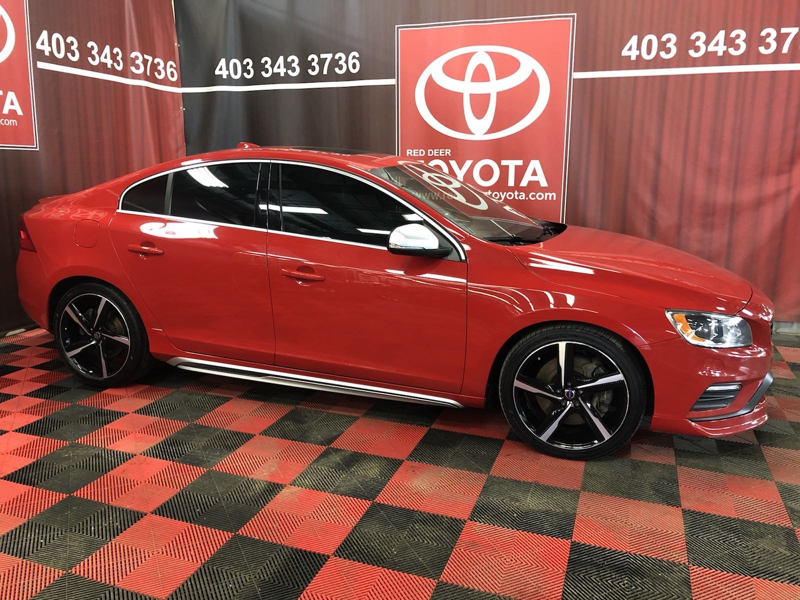 Pre-Owned 2015 Volvo S60 T6 R-Design Platinum -3 PAYMENTS ON US ! With Navigation & AWD